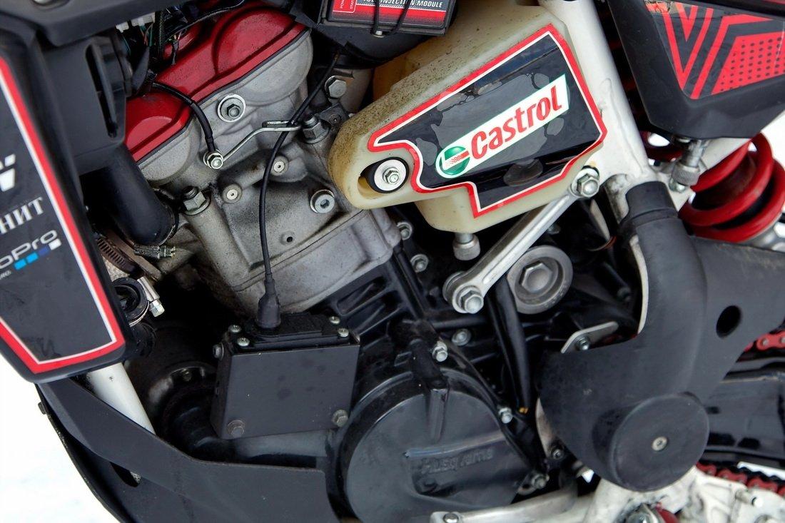 Husqvarna SMR 511 Stunt bike | Stuntex - Motorcycle Video